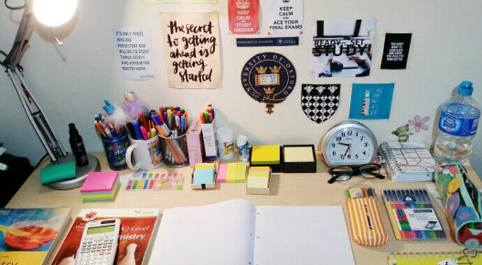 Порядок на столе для учебы